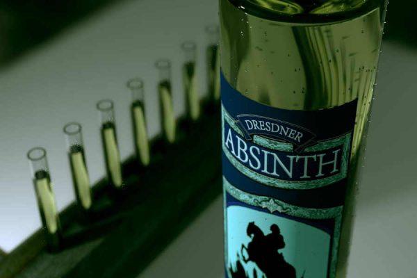 3D Produktvisualisierung fotorealistisch Absyntheum Absinth Produktpräsentation Absinth Ordo mit Reagenzgläsern