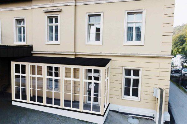 3D Visualisierungen Dresden: Anbau überdachter Gang an Villa - Fotomontage Entwurf in Bestand